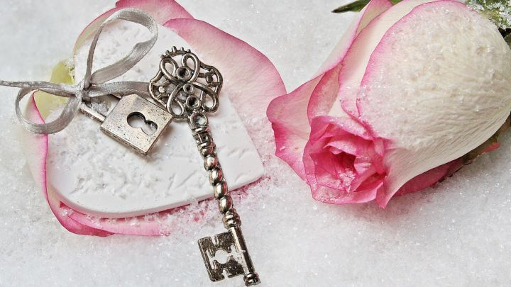Rose-with-Heart-Lock-and-key
